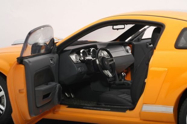 Shelby GT Orange driver int